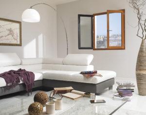 Fenêtre bois VIRTUOSE en Pin Sylvestre, bicoloration lasure dorée et gris anthracite. Les Menuiseries Françaises